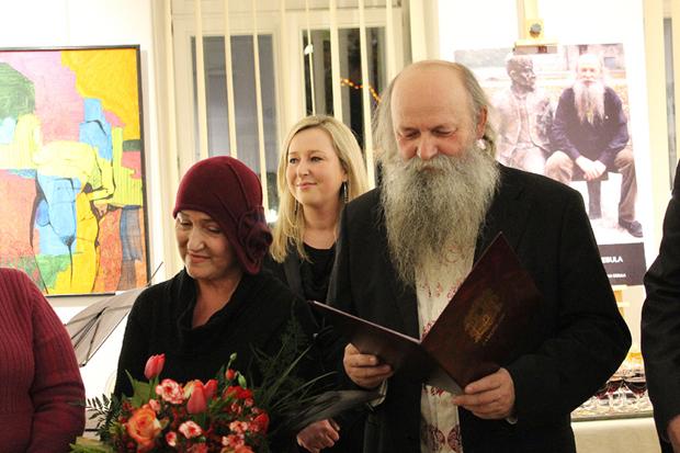 """Helena i Henryk Cebulowie podczas wernisażu """"Cebulowych Pól 2"""" - Jarosław 2012 / fot. www.jaroslaw.pl"""