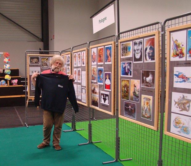 Jakub Wiejacki przy ekspozycji SPAK